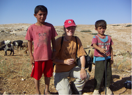 Mary Yoder with two Palestinian children